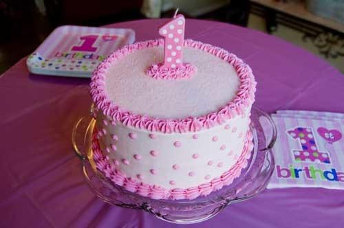 4. Вес от 2 кг. 4. Торт для ребенка на 1 годик в честь Дня Рождения. .  Украшен фигуркой рыбки Немо.