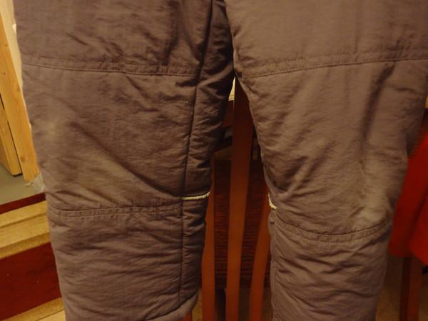 К куртке еще. штаны есть, тоже теплые, но белесые на коленках - на горке протерлись.  Их прикладывать?